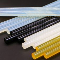 Прозрачные, белые, черные и желтые клеевые стержни