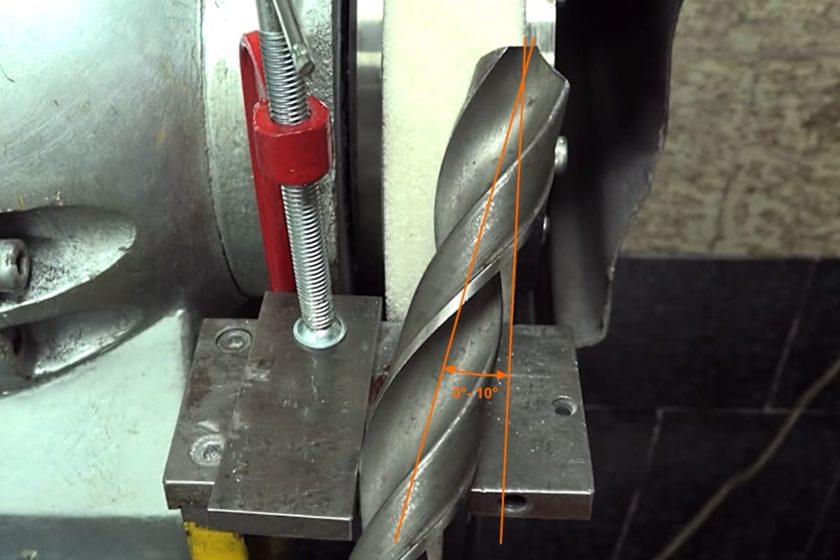 Положение сверла в вертикальной плоскости для стачивания перемычки